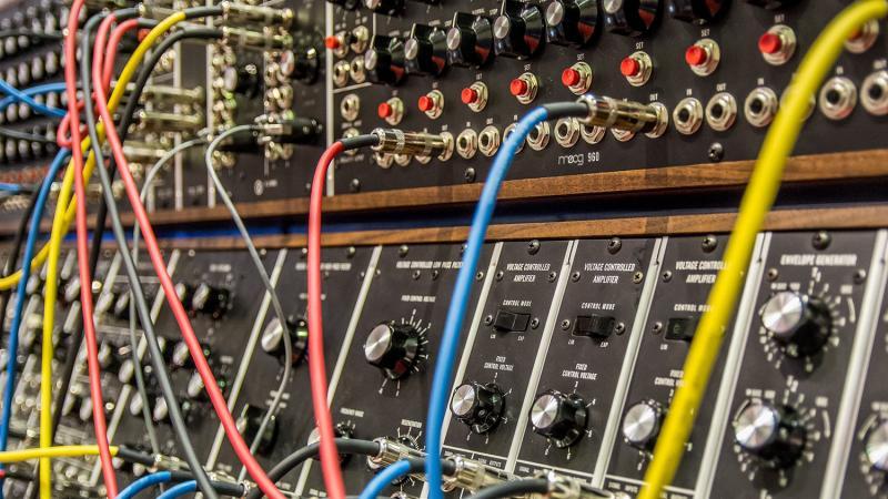 Syntetisaattori.